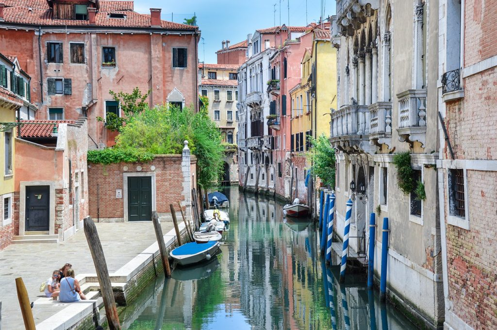 Travelling the streets of Venice and the canals is one of the best things to do in Italy.