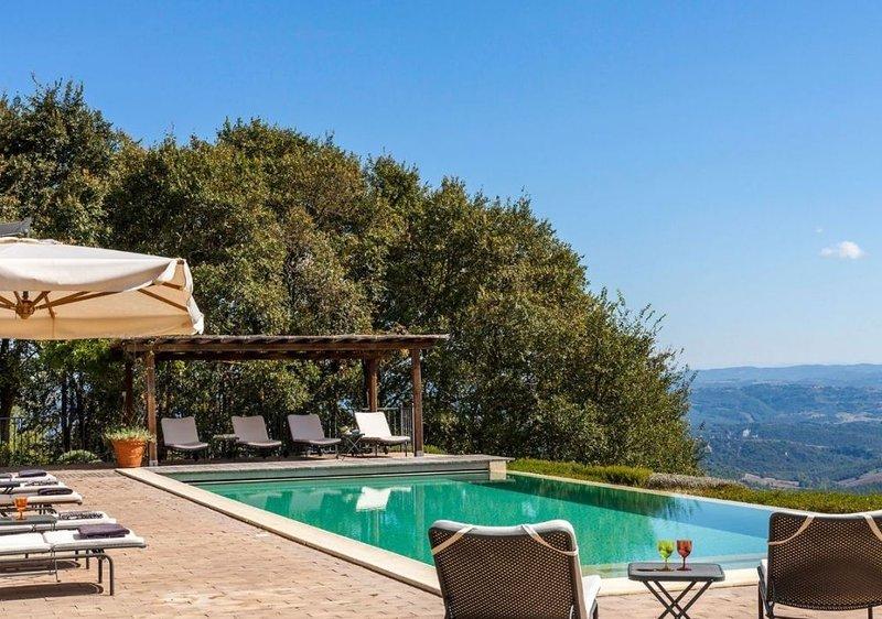 Torre Bisenzio has a beautiful infinity pool.