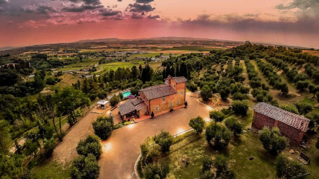 Wondering where to stay in Tuscany? Check out Villa Larino.