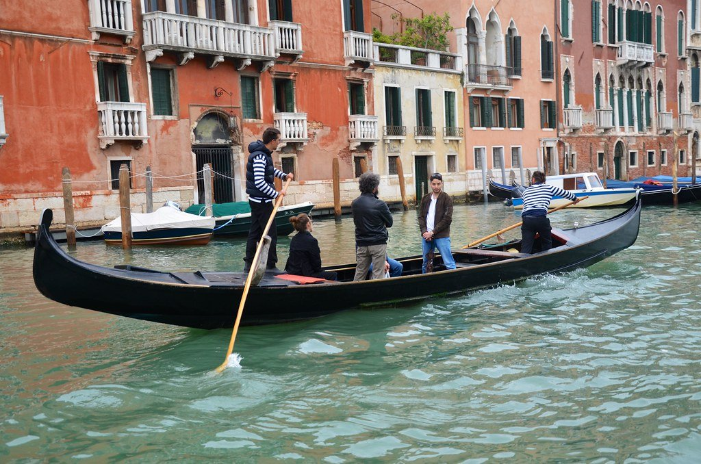A traghetto is a great budget alternative to a gondola.